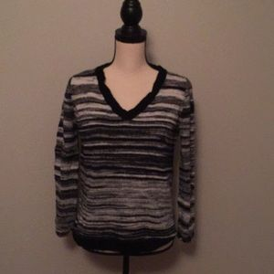 Crew neck black and white pull over sweater